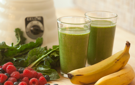 To smoothie or not to smoothie?  The skinny on blending your fruits and greens